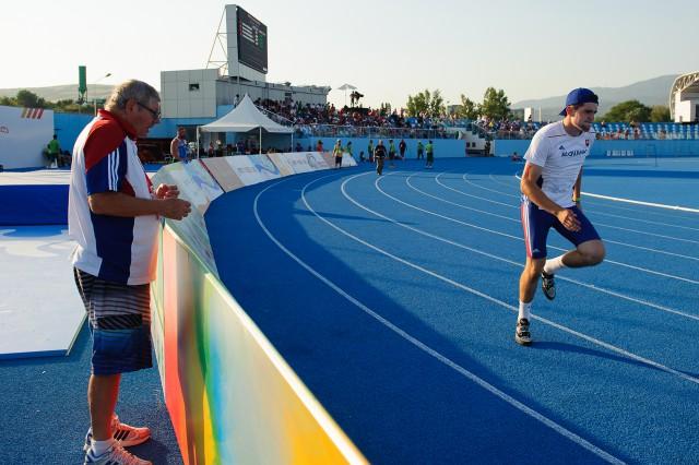 Adrián Baran dostáva rady od trénera Vladimíra Bezdíčka, Európsky olympijsky festival mládeže, Štvrtok, 30. Júla 2015, Tbilisi, Gruzínsko