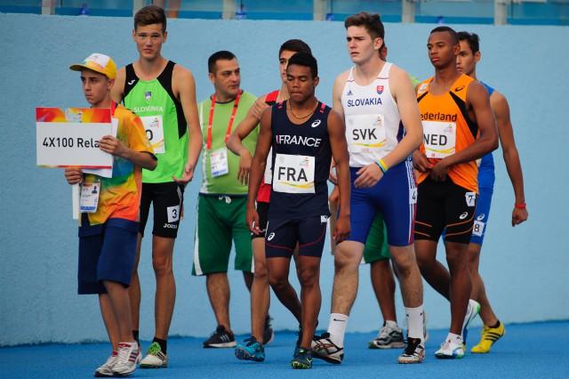 Adrian Baran nastupuje na svoj úsek štafety 4x100m, Európsky olympijsky festival mládeže, Piatok, 31. Júla 2015, Tbilisi, Gruzínsko