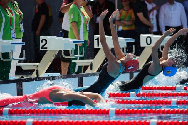 Barbora Tomanová na štarte pretekov v spôsobe znak, Európsky olympijsky festival mládeže, Pondelok, 27. Júla 2015, Tbilisi, Gruzínsko