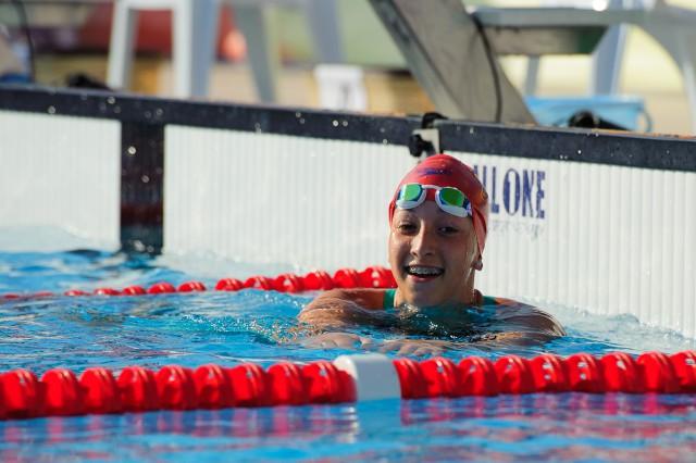 Barbora Tomanová v cieli semifinále v plávaní, Európsky olympijsky festival mládeže, Štvrtok, 30. Júla 2015, Tbilisi, Gruzínsko