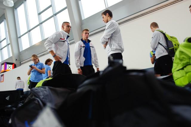 Časť slovenskej výpravy Európskeho olympíjskeho festivalu mládeže na letisku Schwechat, Letisko Schwechat, Sobota 25. Júla 2015