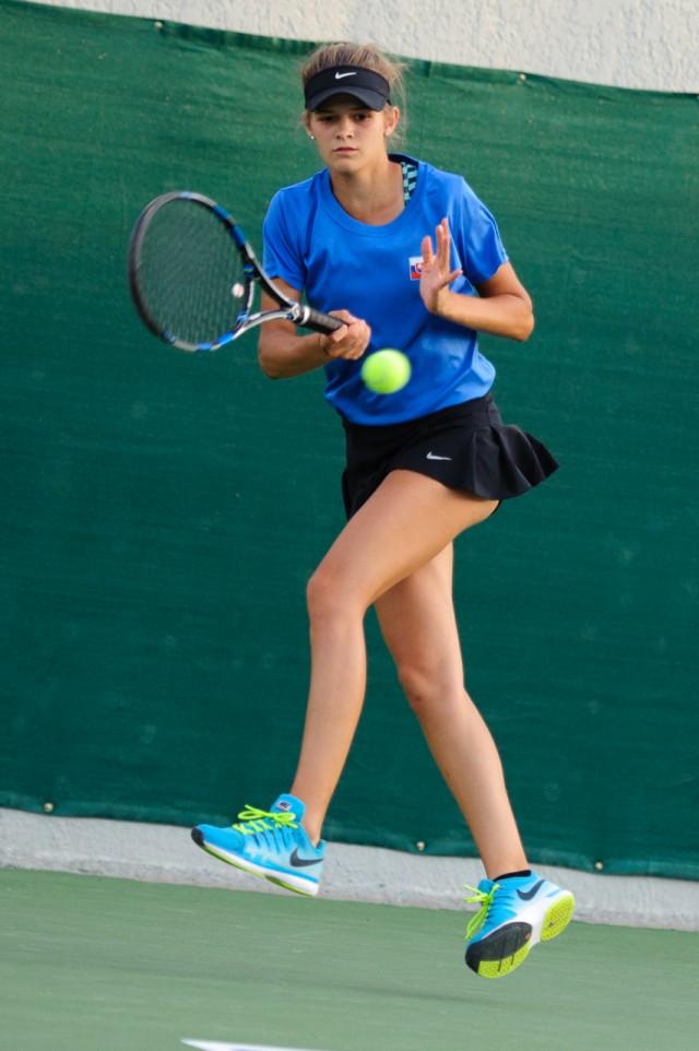 Kiara Jane Petrovická počas tenisového zápasu štvorhry Európsky olympijsky festival mládeže, Utorok, 28. Júla 2015, Tbilisi, Gruzínsko