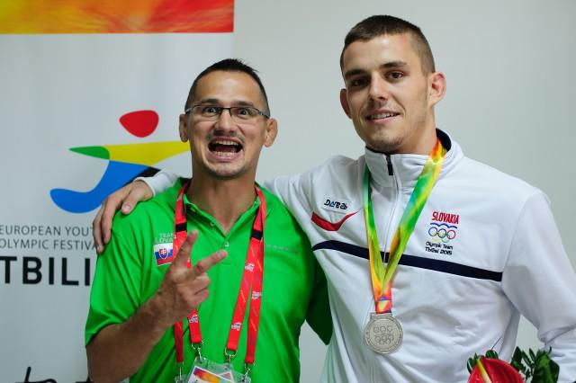 Miroslav Kopiš s trénerom Jozefom Krnáčom sa tešia zo zisku medile v džude, Európsky olympijsky festival mládeže, Piatok, 31. Júla 2015, Tbilisi, Gruzínsko
