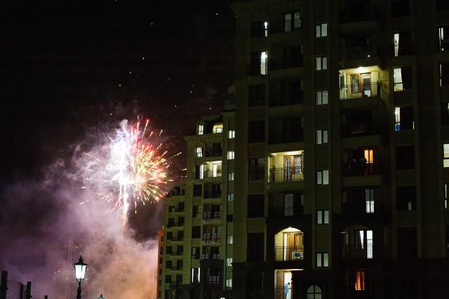 Ohňostroj nad olympijskou dedinou po záverečnom ceremoniáli, Európsky olympijsky festival mládeže, Sobota, 1. Augusta 2015, Tbilisi, Gruzínsko