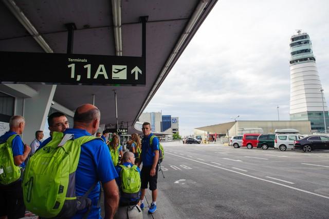 Príjazd slovenskej výpravy Európskeho olympíjskeho festivalu mládeže na letisko Schwechat, kde sa začala vlna čakania, tento krát na batožinu, Letisko Schwechat, Sobota 25. Júla 2015