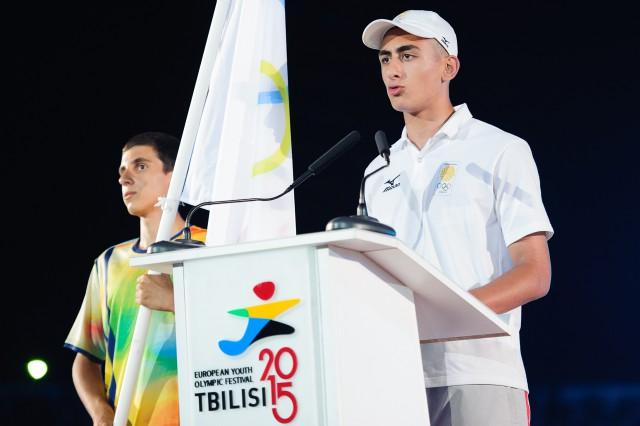 Skladanie olympijskeho sľubu počas otváracieho ceremoniálu Európskeho olympijskeho festivalu mládeže, Pondelok, 27. Júla 2015, Tbilisi, Gruzínsko