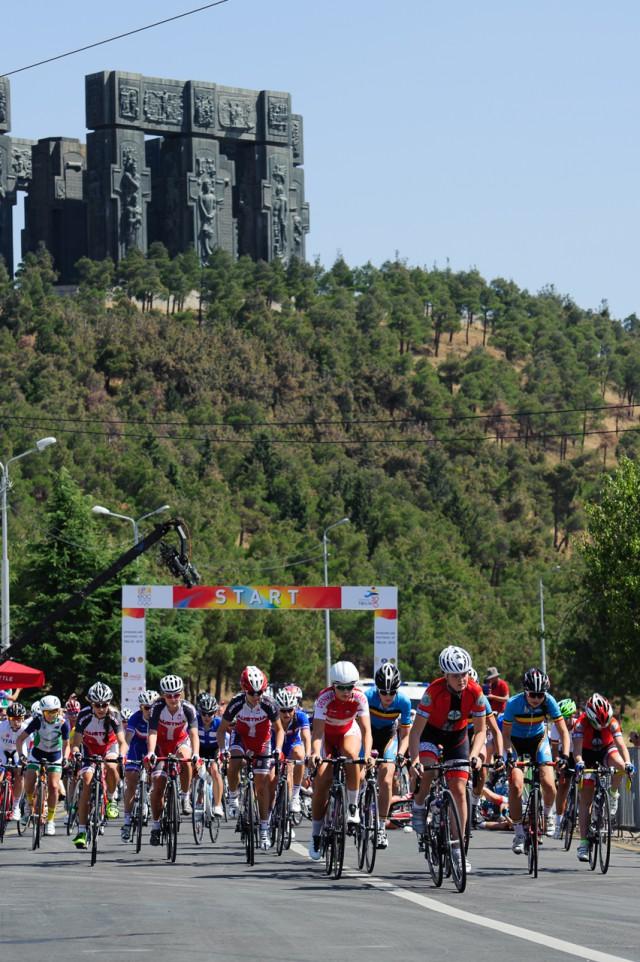 Štart pretekov cestnej cyklistiky, Európsky olympijsky festival mládeže, Štvrtok, 30. Júla 2015, Tbilisi, Gruzínsko